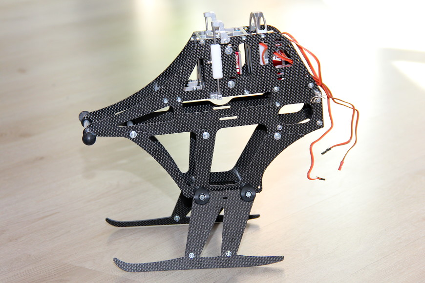 Henseleit TDF - Chassisunterbau: Der TDF steht das erste Mal auf eigenen Beinen