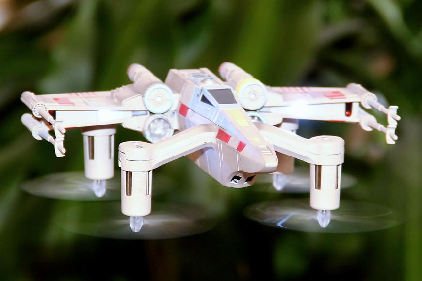 Propel Star Wars T-65 X-Wing Battle Drone / Quadrocopter: Flugbild