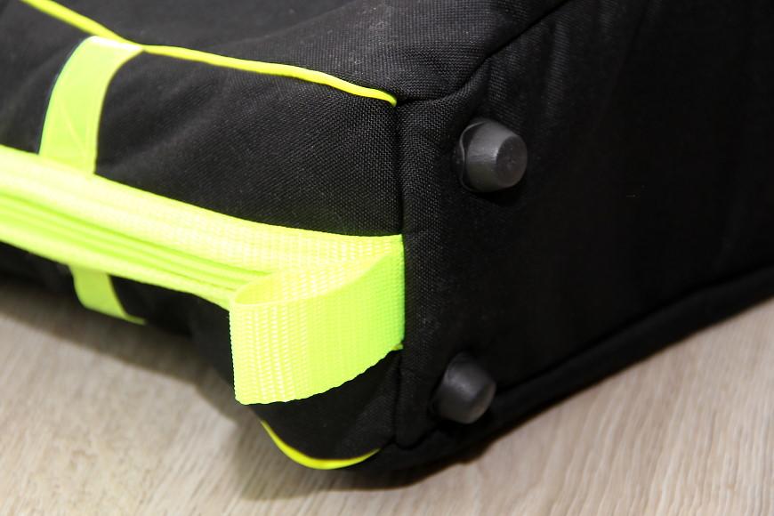 RC Heli Transporttasche für den Henseleit TDF von aerolutions.de: Kunststofffüße sorgen für einen guten Stand und Schutz im unteren Bereich.